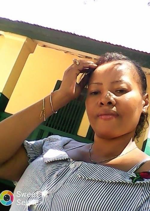 recherche amis étrangers pour faire la communication ,je Tsianenenana Harilalaina Filiany
