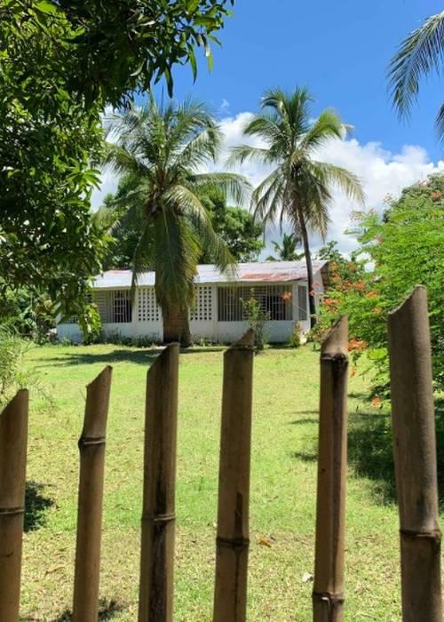 Maison + terrain à vendre à Nosy-be, au bord de mer