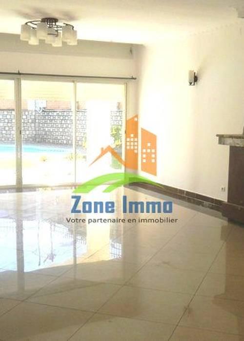 Grande villa à étage F7 avec piscine à Androhibe.Zone Immo-17-0382
