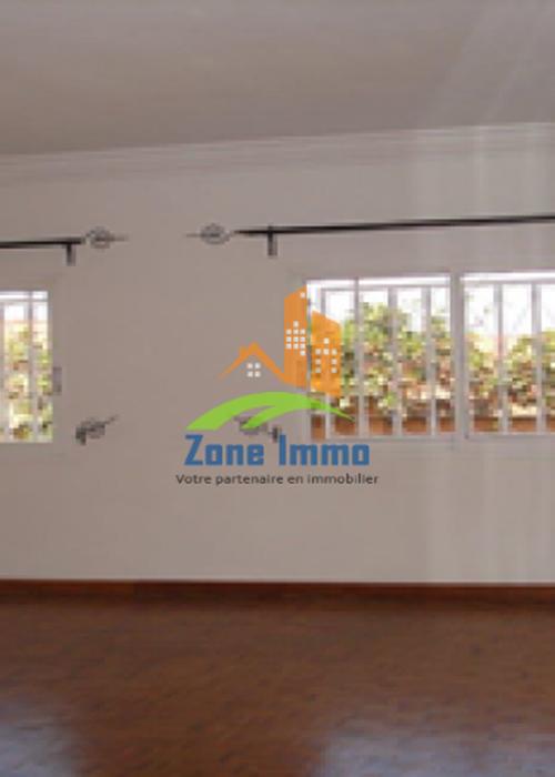 Charmante villa à étage F6 avec piscine à Ambatobe, Zone Immo-18-0361.